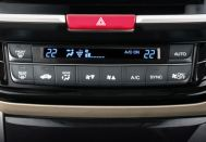 Honda Accord Hybrid - i-Dual zone automatic climate control with plasma cluster