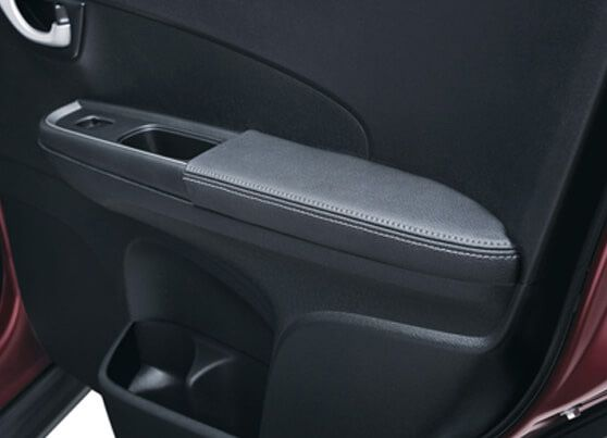 Honda-BRV-Comfortable door leather arm rest