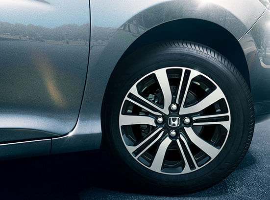 Honda City Exterior - R15 Diamond Cut Alloy Wheels
